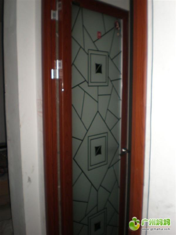 毛坯房装修 更新厨房单吊倘门与洗手间的铝合金门 装修家居 高清图片
